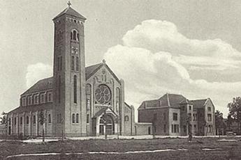De eerste steen wordt gelegd voor de bouw van de Lovense kerk
